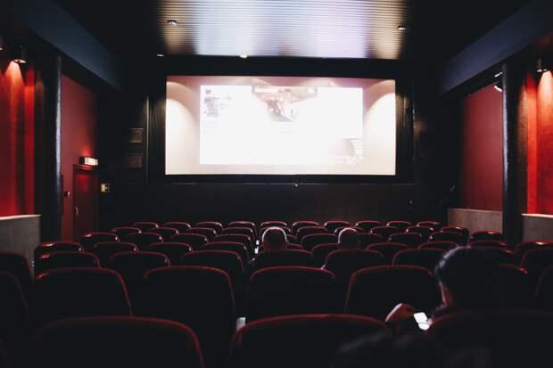В Удмуртии сняли ограничения по заполняемости театров и кино