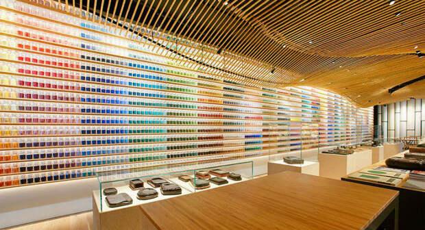 4200 пигментов выставили вряд вяпонском магазине красок