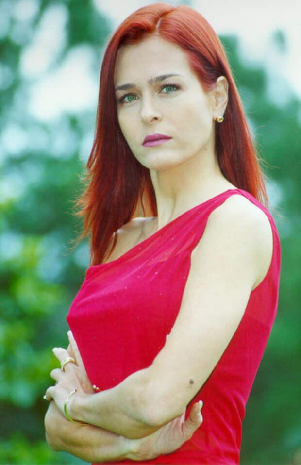 """Звезда сериала """"Реванше"""" Росалинда Серфати во всей своей красе."""