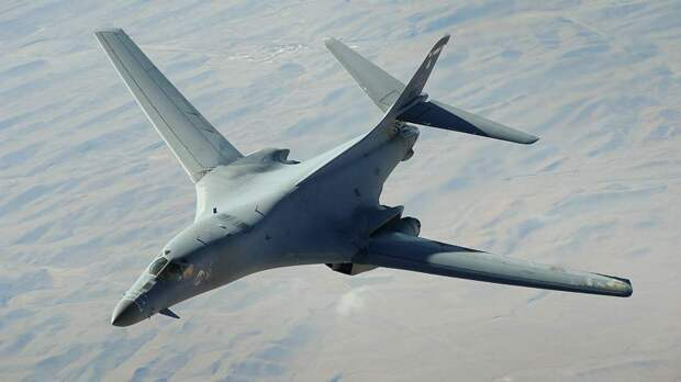 Игры в «костяшки»: что означают тренировочные полеты B-1B у берегов РФ...
