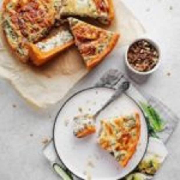 Киш с орехами и шпинатом на томатном тесте