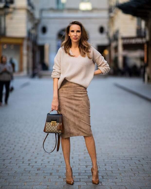 С чем носить бежевую юбку-карандаш: 13 стильных вариантов для любой ситуации