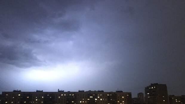 В МЧС распространили экстренное предупреждение из-за усиления ветра в Москве
