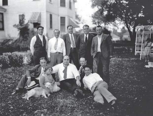 """Аль Капоне и его """"бригада"""". Чикаго, 1928 год."""