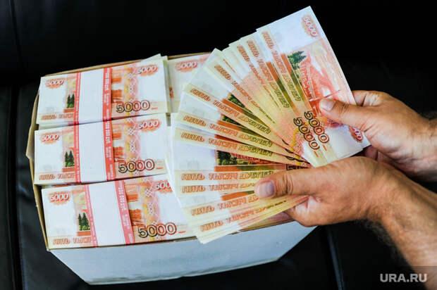 Учелябинской пенсионерки вподъезде отобрали почти 2 млн рублей