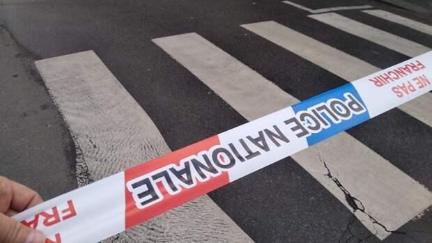 Машина врезалась в террасу парижского бара, есть погибший