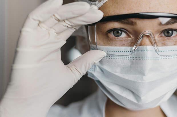 В России за сутки выявлено 8933 случая коронавируса