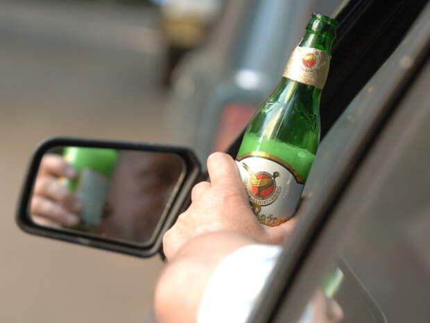 Пьяный водитель - опасность на дороге.