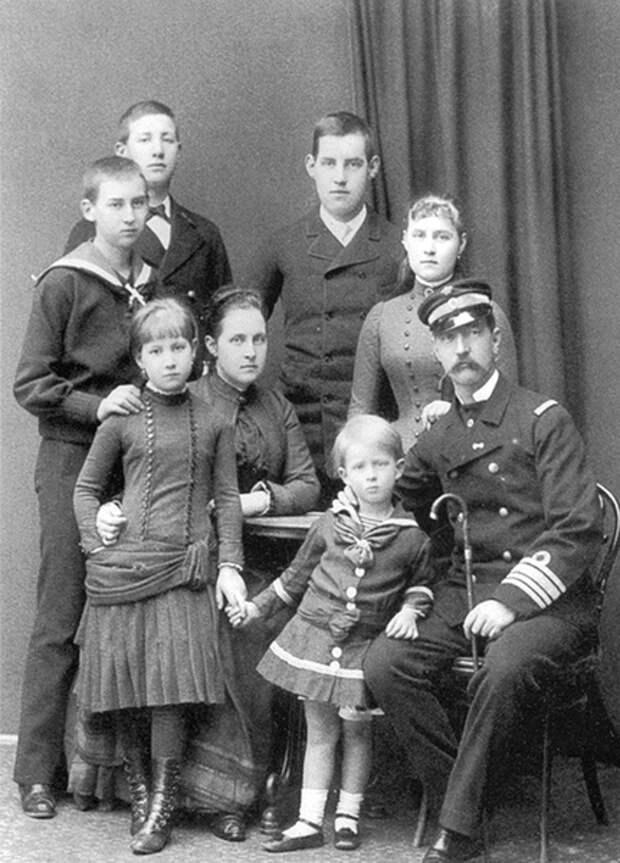 Ольга Константиновна и Георг I с детьми