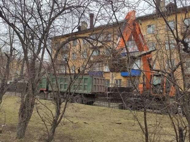 Асфальт начали снимать на улице Горького в Чите