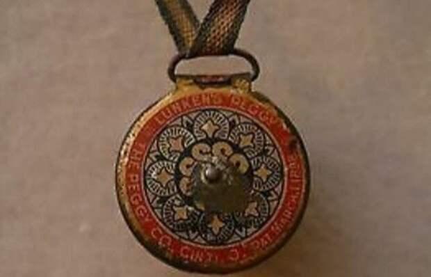 Медальон для жвачки.