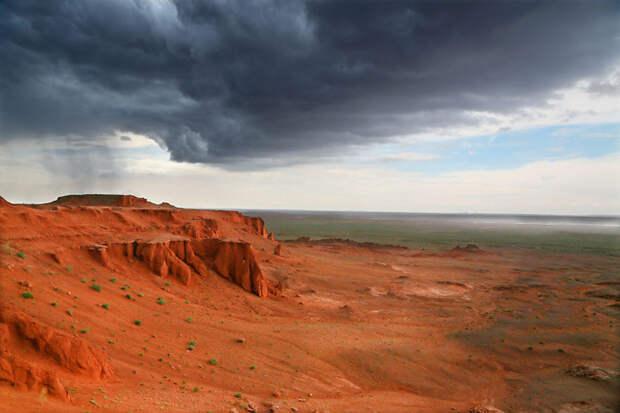 Гроза над Красной скалой. Монголия красота, путешествия, фото
