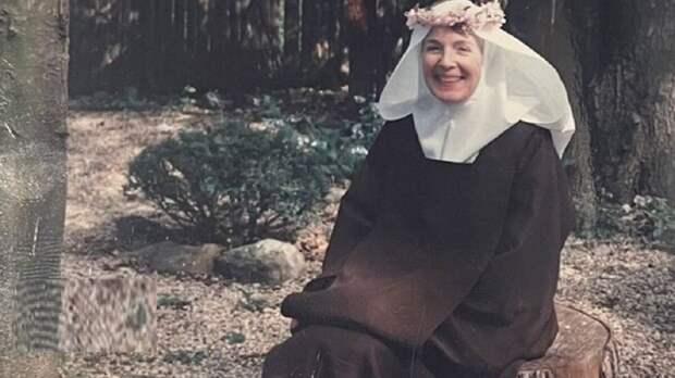 История Энн Рассел Миллер, светской львицы и миллионерши, которая стала монахиней