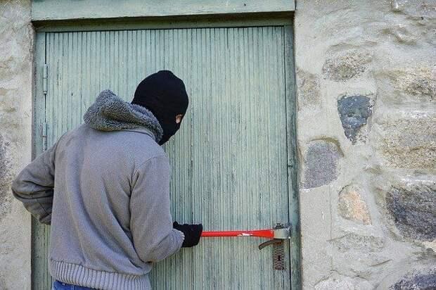 Грабитель из Симферополя за полчаса совершил два нападения