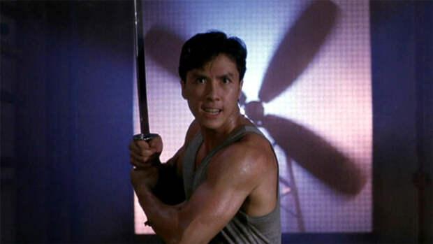 """Кадр из фильма """"Клетка тигра 2"""",1990 год"""