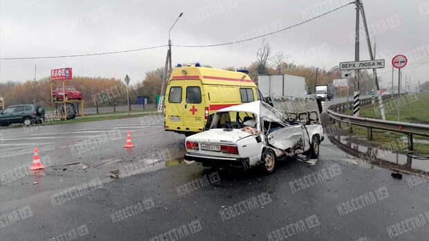 Легковушка разбилась всмятку в ДТП с фурой под Курском, погибли двое