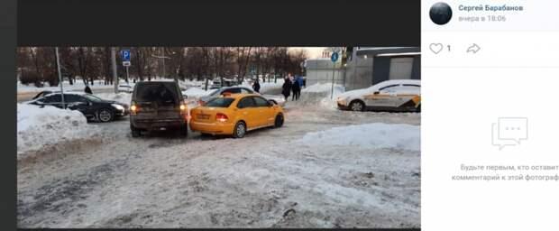 Такси столкнулось с иномаркой на Туристской