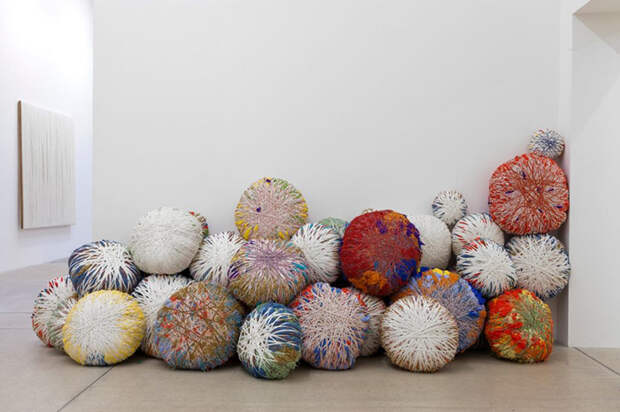 Инсталляция Шейлы Хикс.