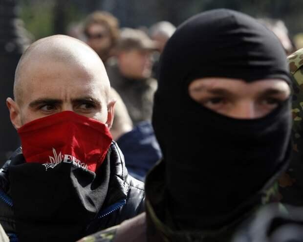 Группировка «Правый сектор» собирается взять власть в нескольких областях Украины