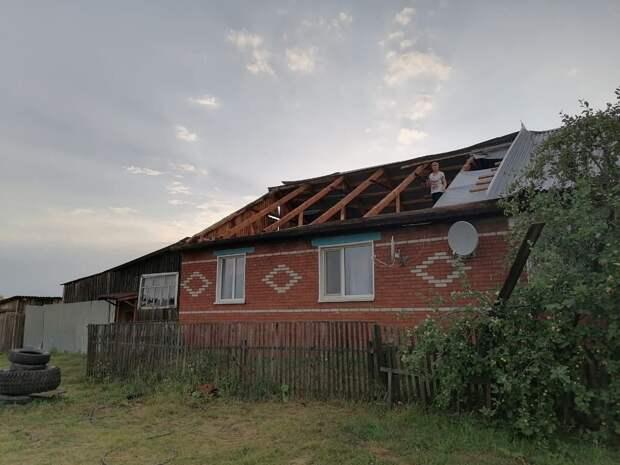 Сорванные крыши в Ярском районе, опасность смерчей в Удмуртии и приложение для сортировки мусора: что произошло минувшей ночью