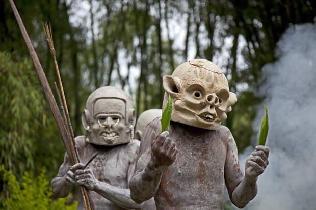 Ритуальные маски асаро мудмен