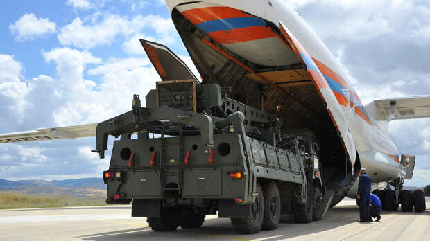 Поставки продолжаются: самолёт с первыми элементами новой партии С-400 прибыл в Турцию