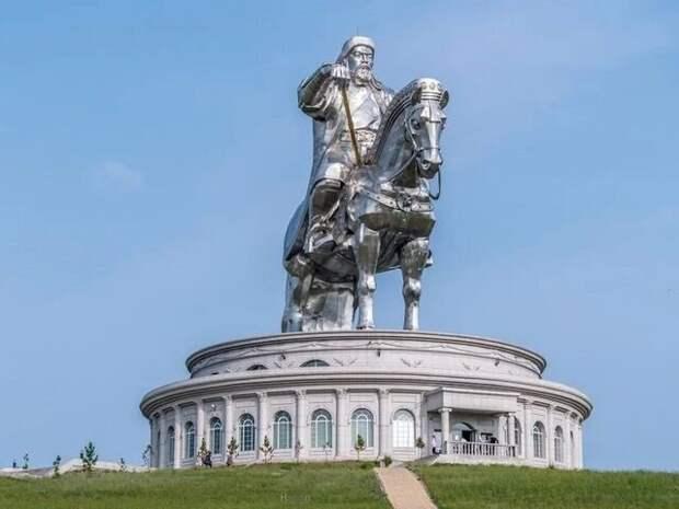Монголо-татарского нашествия не было, потому что Чингисхана придумали русские, а монголы узнали о нем в XX веке