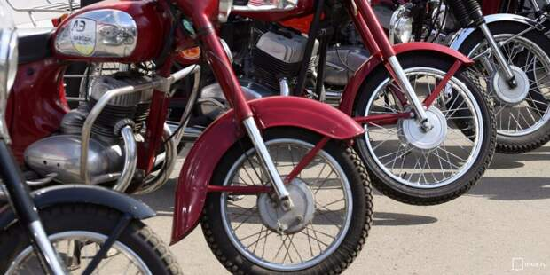 На проспекте Мира мотоцикл въехал в легковушку
