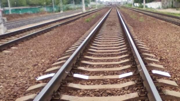 Ребенок погиб под колесами поезда в Челябинской области