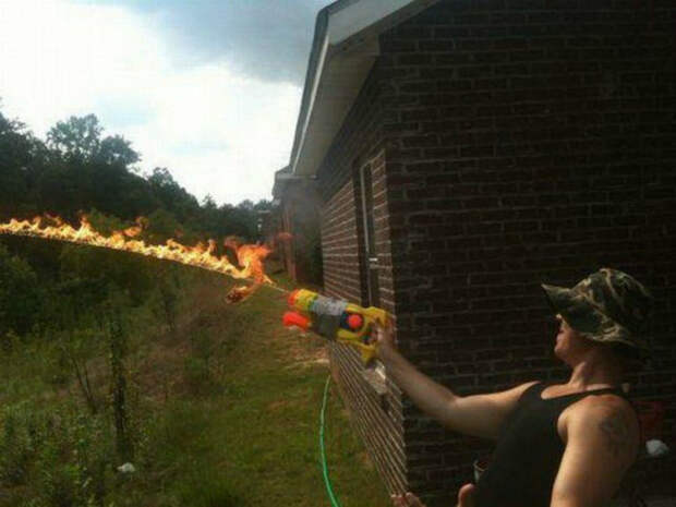 Игры с огнем.   Фото: ЯПлакалъ.