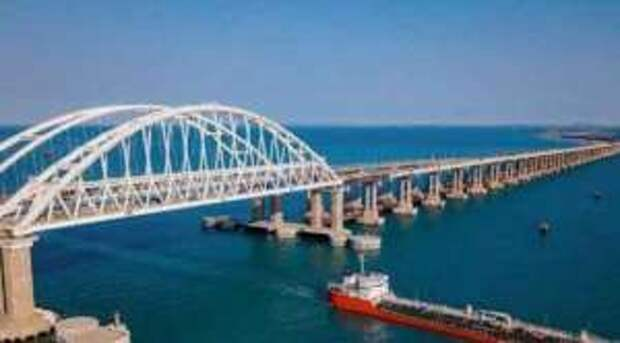 Россия закрывает Керченский пролив: украинские бронекатера попали в «российское окружение»