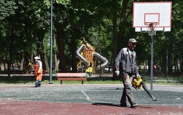 Сквер у Дворца культуры профсоюзов в Симферополе теперь содержит учреждение «Парки столицы»