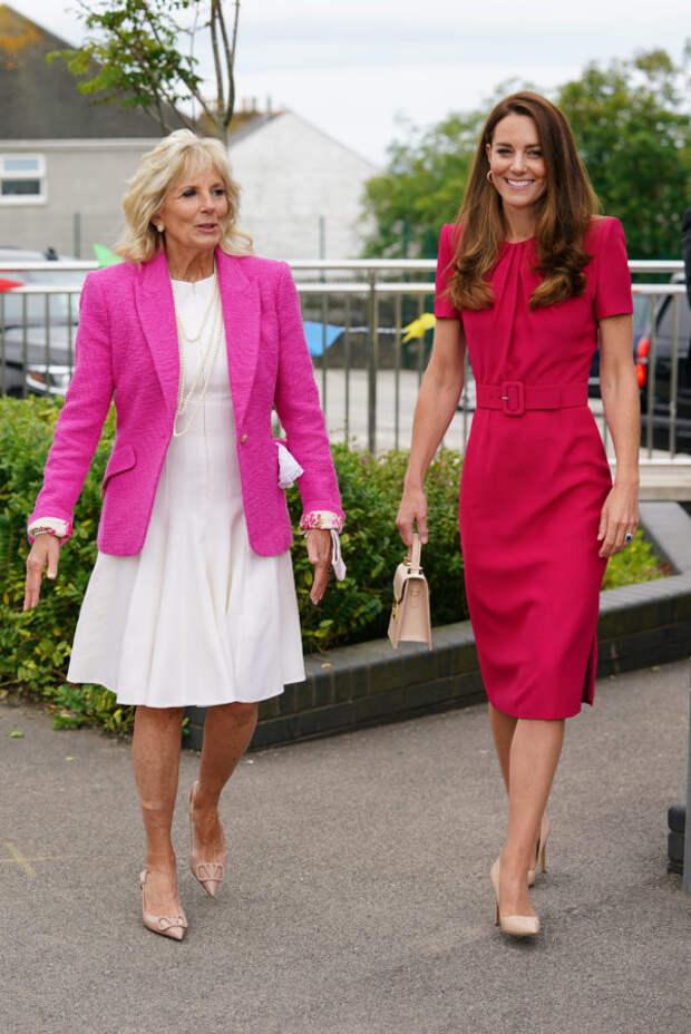 Розовый — для деловой встречи? Кейт Миддлтон и Джил...