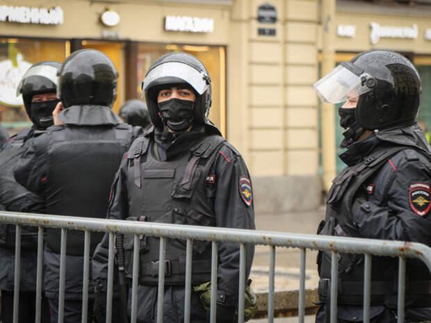 «Дернул за руку на митинге»: екатеринбуржца судят за синяк у полицейского