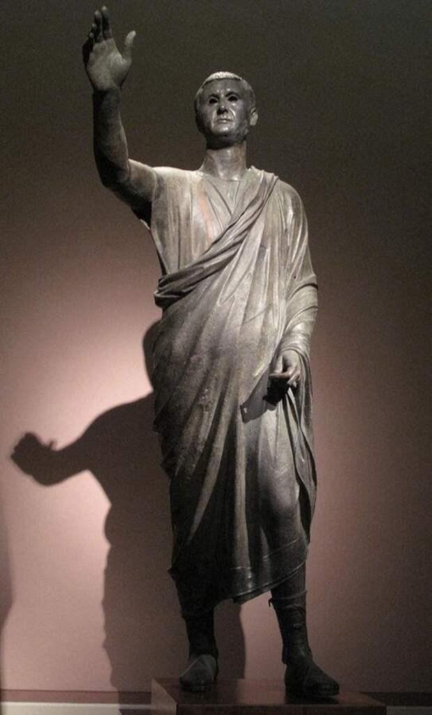 Бронзовая статуя римского оратора. I в. до н.э.