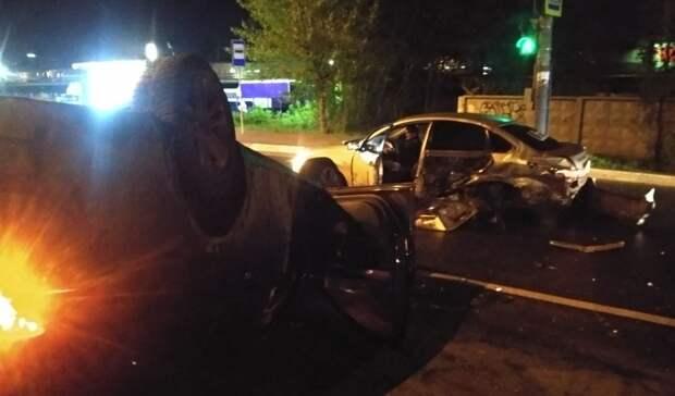 Машины всмятку: пьяный водитель устроил ДТП наМещерке вНижнем Новгороде