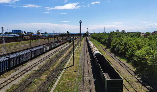 Погиб мужина ипострадала женщина: вЕкатеринбурге поезд сбил двух человек