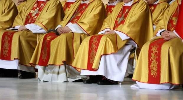 От Испании до Польши: европейцы массово покидают «убежища католицизма»