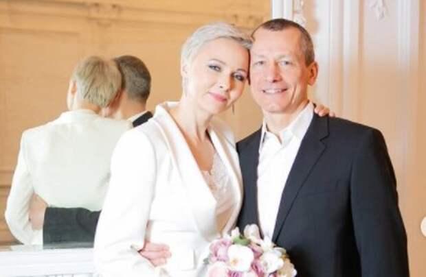 Повереннова иШаронов сыграли свадьбу