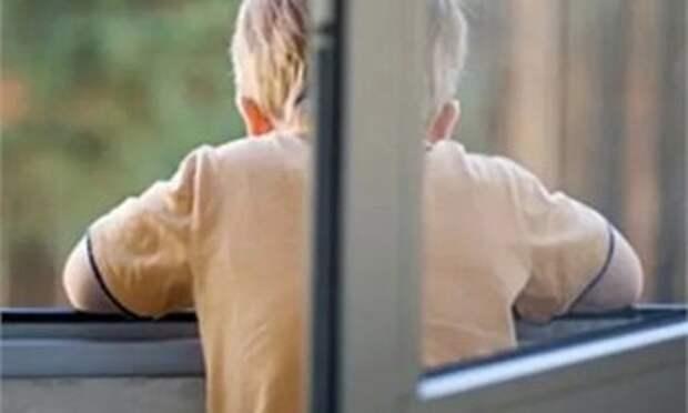 Шестилетний мальчик выпал из окна третьего этажа в Череповце