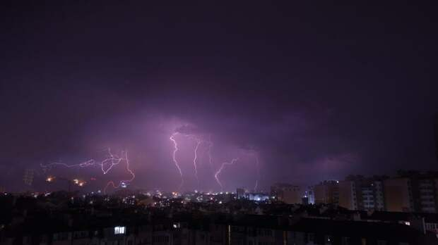 В воскресенье в Петербурге похолодает, пройдут дожди и грозы