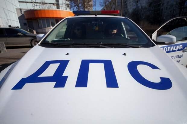 Водитель разбил свой автомобиль на улице Лавриненко