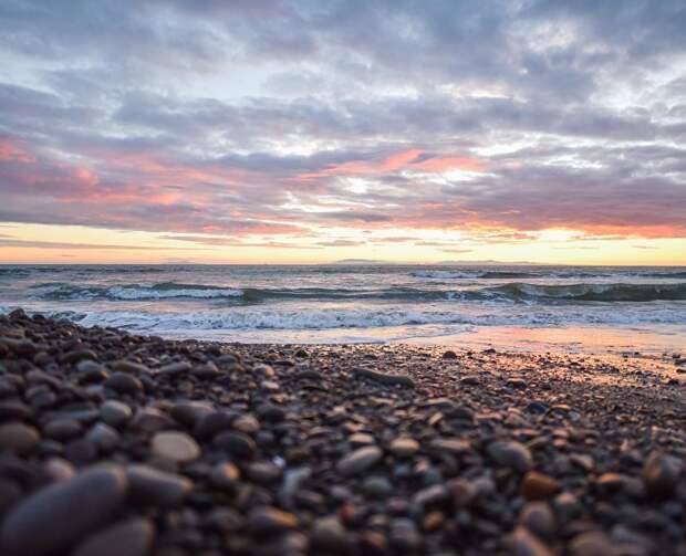 Роспотребнадзор временно закрыл пляжи в пострадавших от стихии регионах Крыма