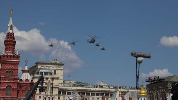 Песков не исключил изменений в воздушной части парада Победы в Москве из-за погоды