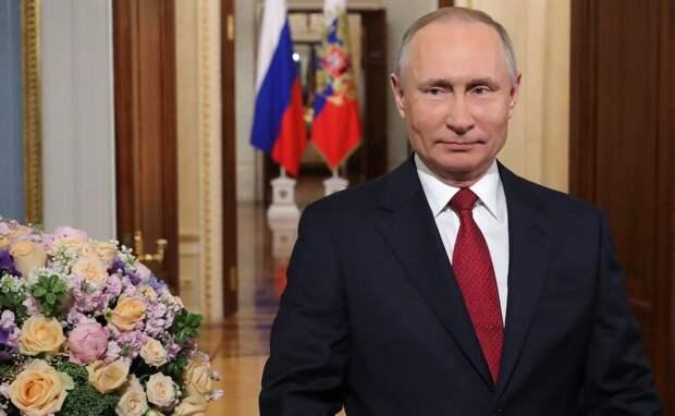 Поражает ваша способность беззаветно любить, глубоко сопереживать – Путин поздравил россиянок с 8 Марта