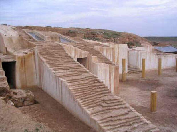 остатки зиккурата в городе Эбла