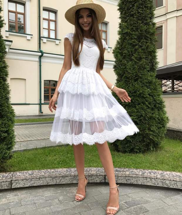 30 стильных идей как и с чем носить платье с баской, создавая женственный образ