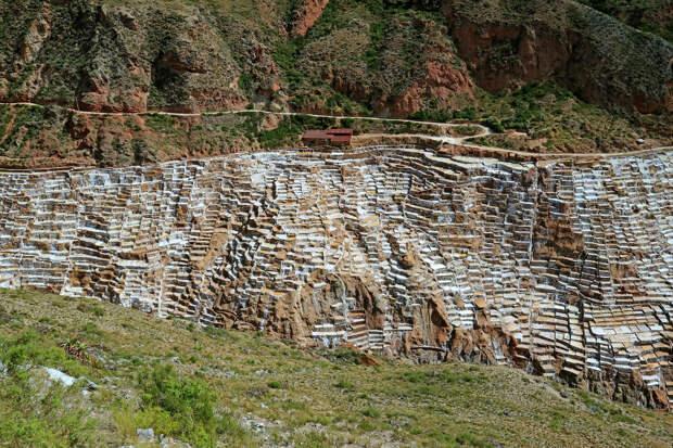 Соляные террасы Салинерас-де-Марас вблизи