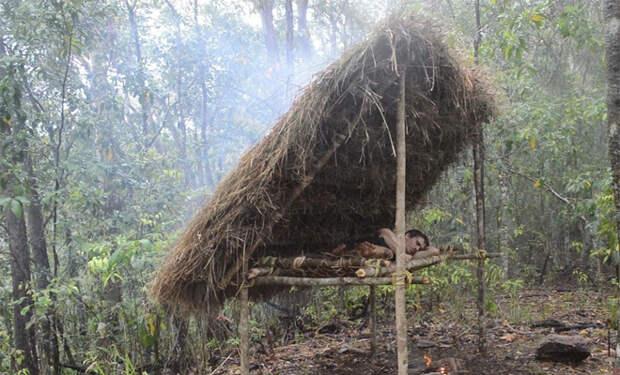 Как построить место для сна посреди леса