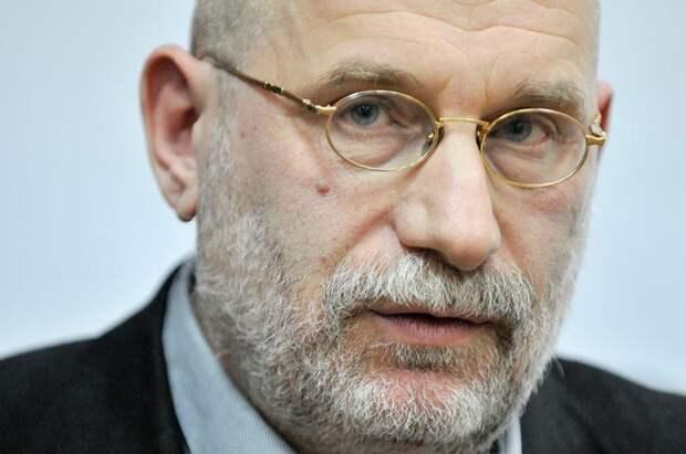 Акунин: Давайте все скинемся на помощь тем, кого задержал режим
